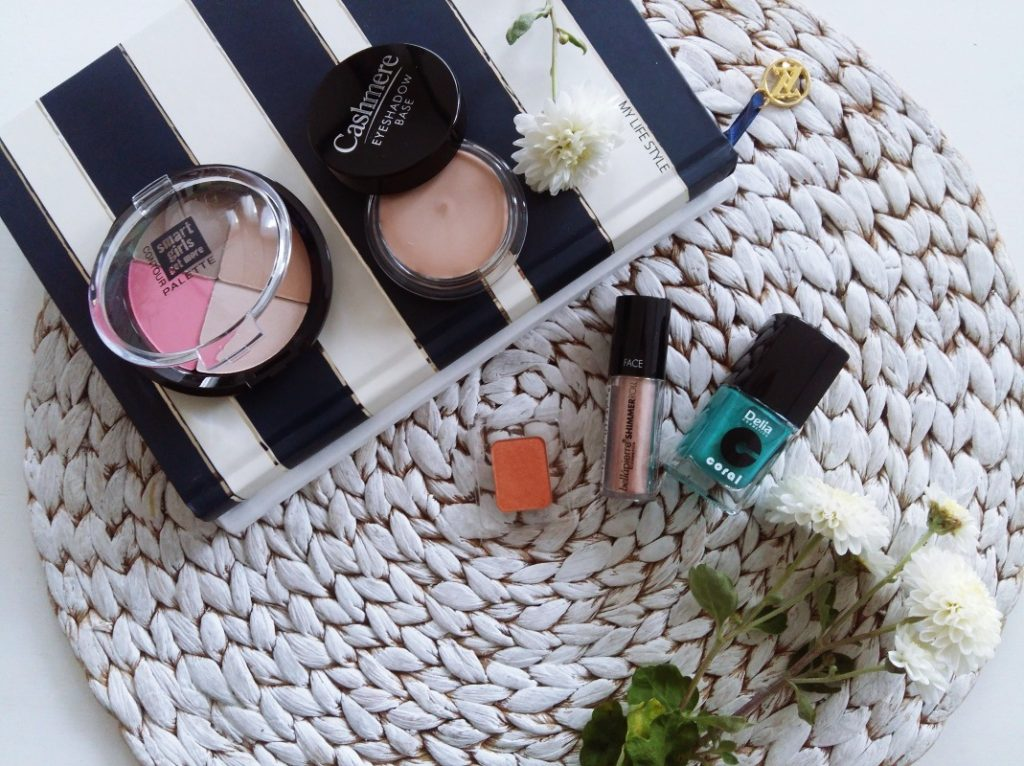 Beauty school czyli wrześniowe pudełko od Shiny Box