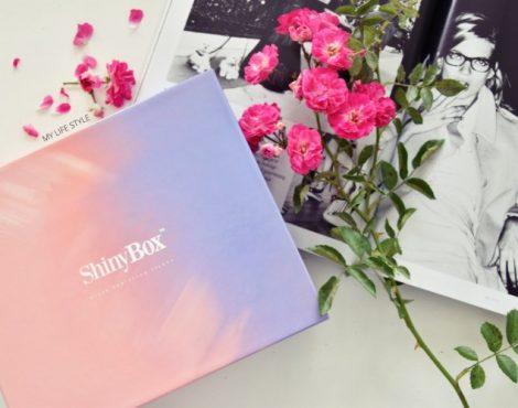 It's a Girls World – marcowe Shiny Box