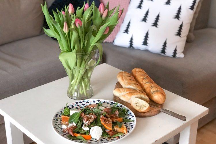 Sałatka z kozim serem, pomarańczami i szynką parmeńską